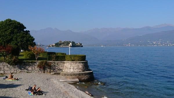 Ufer am Lago Maggiore