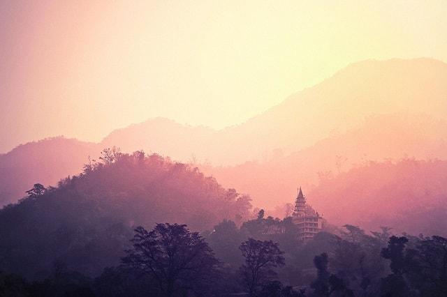 Hinduistischer Tempel im indischen Bundesstaat Rishikesh im Norden des Landes